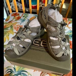 NWT Keen Whisper Sandals Agate Grey/Blue Opal